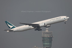 "Boeing, 777-31H, B-HNU, ""Cathay Pacific"", VHHH, Hong Kong (Daryl Chapman Photography) Tags: cx cpa cathaypacific boeing 777 773 77731h 414 32699 ek uae hongkong china sar vhhh hkia clk cheklapkok hongkonginternationalairport a6emt emirates canon 5d mkiv 100400lii departure 07r cx450"