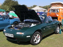 P705 FAV (Nivek.Old.Gold) Tags: 1997 mazda mx5 1839cc donaldsgarage peterborough