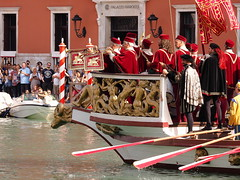 Grand theater on the Grand Canal! (Digidoc2) Tags: grandcanal venice dogesbarge barge theater pomp reenactment grand people trumpets water canal regatastorica regatta procession urban city