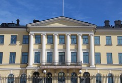 Presidentinlinna (richardr) Tags: presidentinlinna presidentialpalace palace presidentensslott esplanadi carlludvigengel engel nineteenthcentury 19thcentury northerneurope finland helsingfors finnish helsinki suomi suomen nordic building architecture europe european old history heritage historic pediment pillars columns portico