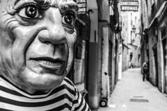 Pablo (agnieszkawojcik) Tags: bw bnw blackandwhite blackwhite blancoynegro blanconegro blancetnoir noiretblanc mono monochromatic monochrome street travel barcelona spain shallowdof bokeh pablopicasso highcontrast czarnobiałe canon canon350d