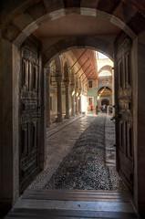 En el Harem (bardaxi) Tags: estambul istanbul turquía turkey europa europe nikon hdr photomatix photoshop contraste perspectiva puerta palacio arquitectura interior arte historia monumento museo