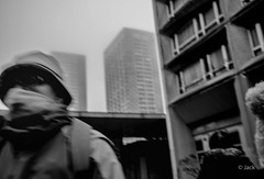 ambiance matinale (Jack_from_Paris) Tags: l2011840bw leica m type 240 10770 leicasummicronm35mmf2asph 11879 35mm lightroom capture nx2 noiretblanc bw rangefinder télémétrique dng mode wide angle street paris 13 tour flou brouillard rue urban urbain bob foulard 75013