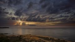 Cubriendo de oro el amanecer (Fotgrafo-robby25) Tags: alicante amanecer costablanca marmediterráneo nubes rocas sonyilce7rm3