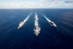 180314-N-ZL062-0334 PHILIPPINE SEA (March 14, 2018) The guided-missile destroyer USS Mustin (DDG 89) leads the guided-missile cruiser USS Antietam (CG 54), the guided-missile destroyer USS Curtis Wilbur (DDG 54) and the Japan Maritime Self-Defense Force s (Jay.veeder) Tags: usnavy sailors multisail jmsdf ussmustin usscurtiswilbur ussantietam jsfuyuzuki