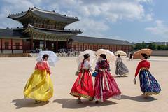 경복궁 - Gyeongbokgung Royal Palace (Bubah!) Tags: 경복궁 seoul girls umbrella temple women people building gyeongbokgung royal palace korea asia 서울특별시 대한민국大韓民國