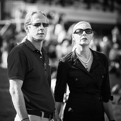 Suspense (Tom Levold (www.levold.de/photosphere)) Tags: afsvrzoomnikkor70300 cologne d700 köln nikon race racetrack rennbahn bw sw porträt street portrait people