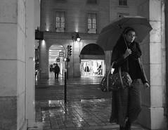 (numéro six) Tags: rue rua calle street night nuit noite ville city cidade ciudad urban urbano urbain streetphotography streetphoto people gente