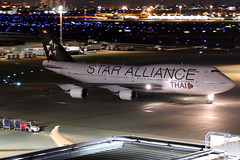 Thai Airways | Boeing 747-400 | HS-TGW | Star Alliance livery | Tokyo Haneda (Dennis HKG) Tags: aircraft airplane airport plane planespotting staralliance canon 7d 24105 tokyo haneda rjtt hnd thai thaiairways tha tg boeing 747 747400 boeing747 boeing747400 hstgw