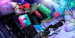 The last minute shopping (meriluu17) Tags: foxcity zenith shop shopping shoppings box boxes gift gifrts present christmas light lights snow snowing winter cold people portrait poeple town
