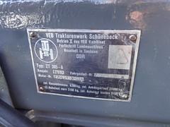 1983 Typenschild Hangtraktor Fortschritt ZT 305-A von VEB Traktorenwerk Schönebeck Elbauenpark Herrenkrugstraße in 39114 Magdeburg-Herrenkrug (Bergfels) Tags: technischesdenkmal bergfels 1983 1980er 20jh ddr maschine fahrzeug strasenfahrzeug grosemaschine agrarmaschine youngtimer hangtraktor fortschritt zt305a zt305 zt traktorenwerkschönebeck veb dieselmotorenwerkschönebeck elbauenpark herrenkrugstrase 39114 herrenkrug schlepper trekker traktor agrar agrarindustrie agrarwirtschaft polizeilicheskennzeichen jlzt305 kombinatfortschrittlandmaschinen farbton blutorange ral2002 4x4 allrad radformel achsformel antriebsformel beschriftet typenschild