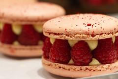 Framboise (Aphélie) Tags: dessert macaron raspberry