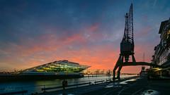 Alter Fischereihafen (PhotoChampions) Tags: hamburg hafen docklands kran sonnenuntergang sunset crane dock port harbour dusk elbe