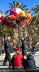 Walking for Barcelona (Cal Centelles) Tags: barcelona street carrer acrobata globos navidad