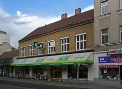 BESTENS BEDIENT (Wolfgang Bazer) Tags: bb bestens bedient flower shop blumenladen blumengeschäft simmeringer hauptstrase simmering wien vienna österreich austria