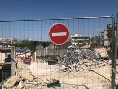 sens-interdit-chantier© (alexandrarougeron) Tags: photo alexandra rougeron signalitique urbain ville écrit panneaux paris