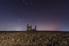 Caudilla. (Amparo Hervella) Tags: caudilla toledo españa spain paisaje castillo tierra cielo estrella naturaleza largaexposición d7000 nikon nikond7000 noche nocturna lightpainting