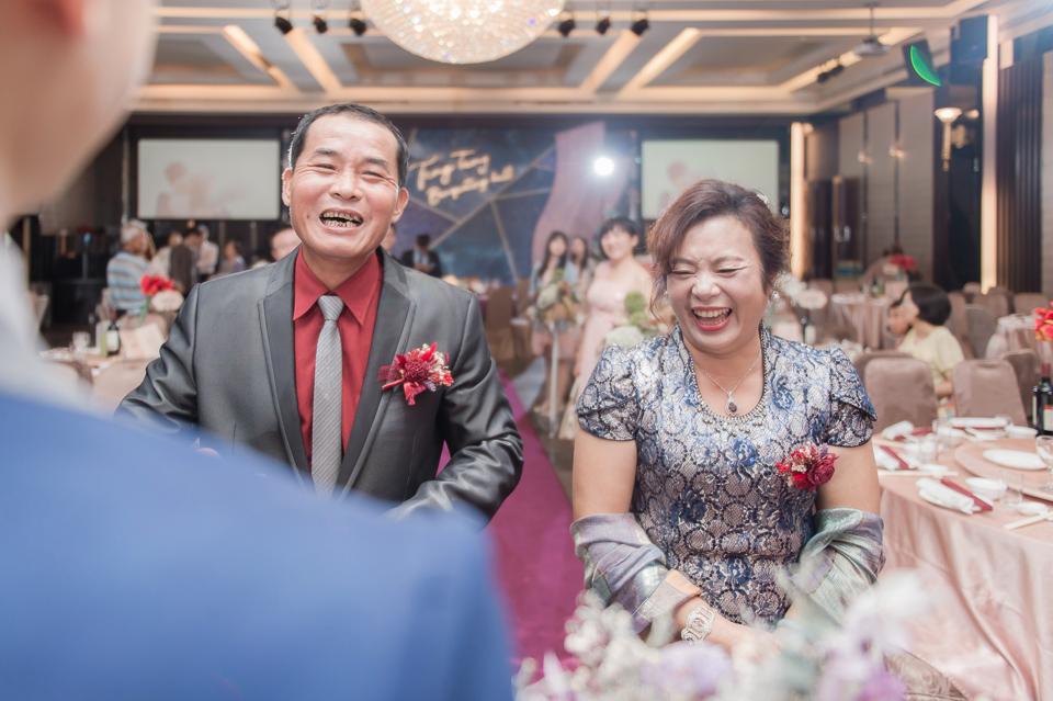 台南東東宴會式場 婚宴 走在幸福的紅毯上 R & B 098