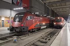 ÖBB 1116 210 + 1216 024 Munich Hbf (daveymills37886) Tags: öbb 1116 210 1216 024 munich hbf baureihe railjet siemens es64u2 es64u4 taurus