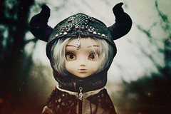 Chaotic Evil (GothGeekBasterd) Tags: pullip jun planning zuora doll gray hair platinum chaotic evil gothic goth caped yellowpeach eyes horn horns horned skull