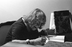 Sabine Weiss had lots of fans on Saturday when she was signing her new book. (miroir.photographie) Tags: kodak argentique istillshootfilm paris analog filmisnotdead pentax superprogram tmax tmax3200