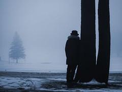 prête pas prête, j'y vais (photosgabrielle) Tags: photosgabrielle fog hiver brouillard personnage people montreal urban urbain monochrome hanks lot vie