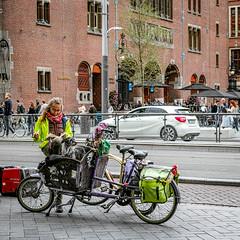 Taking a break (BadgerPhoto45) Tags: berlage beurs amsterdam city stad bakfiets straatfoto straatfotografie street streetphotography sigma dp2 merrill x3f foveon
