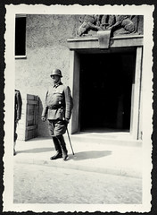 Peter844  WWII, Vereidigung 1941, (Hans-Michael Tappen) Tags: archivhansmichaeltappen albumb peterhuber 19301950 wwii vereidigung wehrmacht 1941 uniform stahlhelm säbel lederstiefel soldat offizier handschuhe gloves