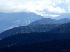 Monts et merveilles (FleurdeLotus28) Tags: nature landscape paysage countryside montagne mountain horizon perspective vert green cime flancdemontagne pyrénées nuage cloud sky ciel