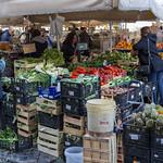 Kisten mit Gemüse auf dem Markt in Rom thumbnail