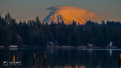 Mount Rainier on the final day of 2018 (Loowit Imaging - Steve Rosenow, Photographer) Tags: mountrainier rainier tahoma volcano mountain pacificnorthwest lenticular scenic scenery landscape washingtonstate washingtonlandscape sheltonwashington nikon nikond5500