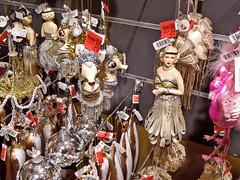 Baumschmuck im Stil der Zwanziger (onnola) Tags: berlin deutschland germany schöneberg kadewe kaufhausdeswestens kaufhaus departmentstore dekoration decoration shop weihnachten christmas baumschmuck glasschmuck glasfigur glas glass ornament figur puppe doll mädchen frau girl woman weis silber gold rose altrosa rosa white silver 1920 twenties zwanzigerjahre fest party