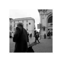 Temps maussade (spotfer) Tags: mans lemans sarthe paysdelaloire france ville gens people city docu société society artisticphotography artistic civilisation civilization flickr canon leica fujifilm fuji urbanphotography urbanphoto urban paysageurbain paysage explore travel voyage streetphotography streetphoto streetart street photographie photograph photography photo phone iphone sony xperia x monophotography monochrome monocrome mono bnw blackandwhite bwphotography bwphoto bw nbphotography nbphoto nb portfolio art square noiretblanc frame potfersebastien