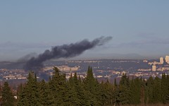Gilets jaunes et fumée noire à Nîmes (au loin l'hôpital !)  ! - IMG_3821 (6franc6) Tags: occitanie languedoc gard nîmes 30 décembre 2018 6franc6 vélo kalkoff vae insolite pollueur