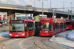 2019-01-25, Innsbruck, HochHaus Schützenstrasse (Fototak) Tags: tram strassenbahn autobus bus bombardier flexity mercedes citaro ivb innsbruck austria ligneo ligne2 428 312