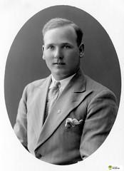 tm_6043 (Tidaholms Museum) Tags: svartvit positiv fotografier kostym suit slips tie porträtt