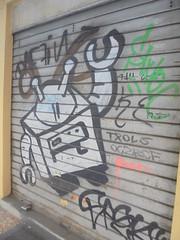 933 (en-ri) Tags: robot bianco nero serranda bologna wall muro graffiti writing