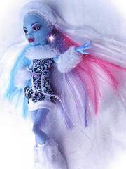 Abbey (Linayum2.0) Tags: abbey abbeybominable mh monster monsterhigh mattel doll dolls muñecas muñeca toys toy juguetes white snow winter linayum