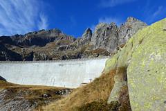 diga+spalla di roccia (Tabboz) Tags: montagna lagorai lago autunno prati nuvole sentiero escursione cielo erba porfido acqua panorama sole