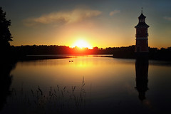Leuchtturm Moritzburg (Plattner Rene´) Tags: welt see beautiful ruhe träumerei teich stille zauberei zauber urlaub universum himmel licht sachsen sonne sonnenaufgang spiegelung dreamwold dreams dämmerung glücksmomente
