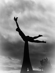Funchal_08 (Kurrat) Tags: lido madeira funchal portugal spaziergang pazeliberdade skulptur plastik kunst kunstwerk himmel