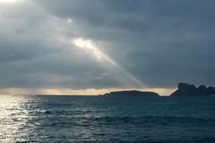 lumière ! (Mireille Muggianu) Tags: bouchesdurhone europe france laciotat provencealpescotedazur ciel mer paysage ileverte lemugel samsung nx nx500