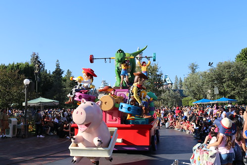 """Toy Story - Pixar Play Parade • <a style=""""font-size:0.8em;"""" href=""""http://www.flickr.com/photos/28558260@N04/32171193538/"""" target=""""_blank"""">View on Flickr</a>"""