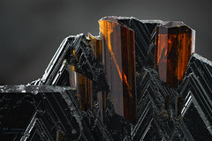 Art & Minerals (Olaf Traumflieger) Tags: hämatit rutil minerals light