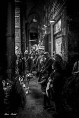 NAPOLI- DECUMANO MAGGIORE (MarinoLandolfo) Tags: vicoli turisti portico strade napoli decumani storia piazze negozi popolo