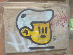 960 (en-ri) Tags: bibbito ragazzo boy testa head bianco nero giallo bologna wall muro graffiti writing