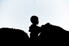 Silhouette (aitorsnap) Tags: nikon nikond60 nikonphotography nikontop nikondslr nikonespaña nikoneurope silhouette silueta portrait portraits retrato retratos children niño blackandwhite bn bw monocolor monochrome monochromephotography child kid littleboy
