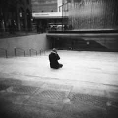 Milano (Valt3r Rav3ra - DEVOted!) Tags: holga holgacfn lomo lomography toycamera plasticcamera valt3r valterravera visioniurbane urbanvisions streetphotography street milano analogico analogica analog analogue ilford ilfordfp4 mediumformat medioformato film bw biancoenero blackandwhite