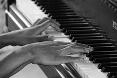 The Piano Sessions # 11 (just.Luc) Tags: hands mains handen hände piano bn nb zw monochroom monotone monochrome bw man male homme hombre uomo mann young jung jong jeune musicalinstrument musician musicien muzikant muziekinstrument lyon rhônealpes france frankrijk frankreich francia frança