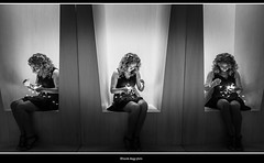delicati pensieri (magicoda) Tags: italia italy magicoda foto fotografia venezia venice veneto bw persone people maggidavide davidemaggi passione passion voyeur candid bianco nero white black wife upskirt tourists donna woman long legs classic friends nikon d750 dsrl reflex miniskirt 2018 ombre ombra shadow riflesso reflexion riflessi reflection biennale arsenale faccia face portrait ritratto sorriso smile dream sogni